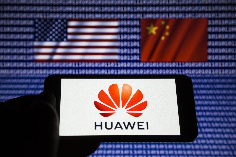 """Pekinas ketvirtadienį pasmerkė JAV vykdomą telekomunikacijų milžinės """"Huawei"""" engimą, pavadindama jį """"nešvariu žaidimu"""".<br>Zumapress / Scanpix nuotr."""