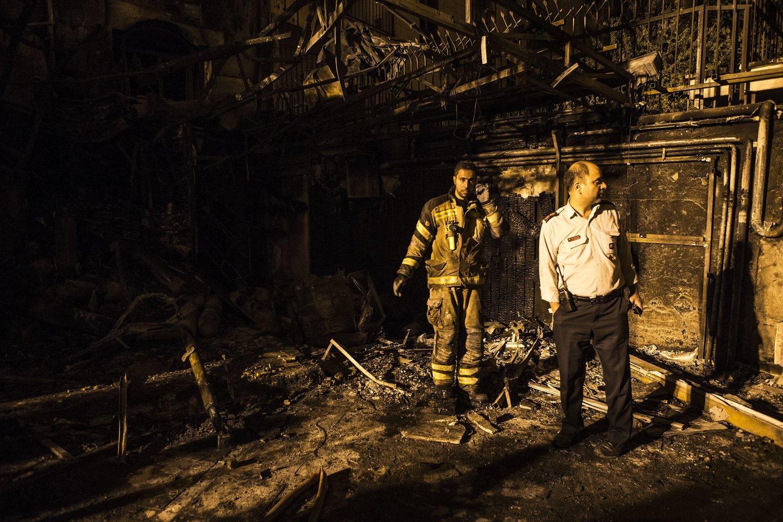 Du sprogimai birželio pabaigoje sukrėtė Teheraną: vienas įvyko netoli karinės bazės, o kitas – sveikatos priežiūros centre. Pastaroji nelaimė nusinešė 19 žmonių gyvybes.<br>ZUMA press/Scanpix nuotr.