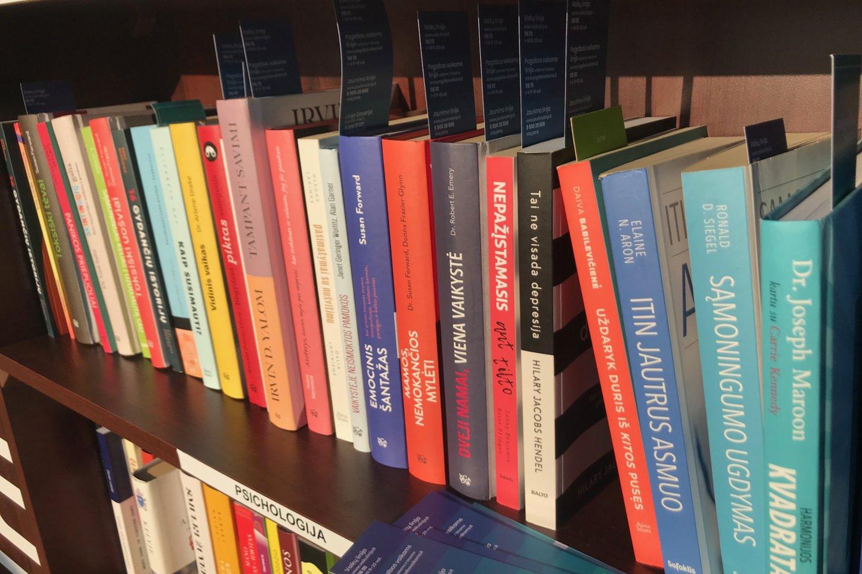 Štai ta lentyna, kurioje Igoris atrado savąją knygą.<br>J.Mandrijauskaitės nuotr.