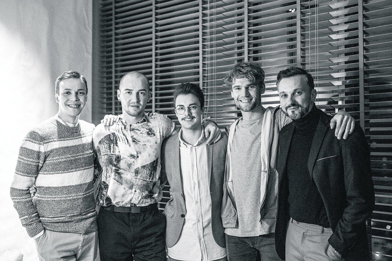 """""""Advokato"""" aktoriai (iš kairės): Denisas Kolomyckis, Naglis Bierancas, D.Pavilionis, Simonas Mozūra, E.Kvosčiauskas.<br>J.Liubinaitės nuotr."""