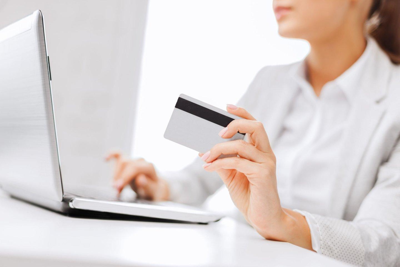 Bandymas iš banko atsiimti kreditinę kortelę užtruko penkis mėnesius, o kai ją pagaliau gavau, aktyvuoti jos buvo nebeįmanoma, teigia skaitytoja.<br>123rf nuotr.