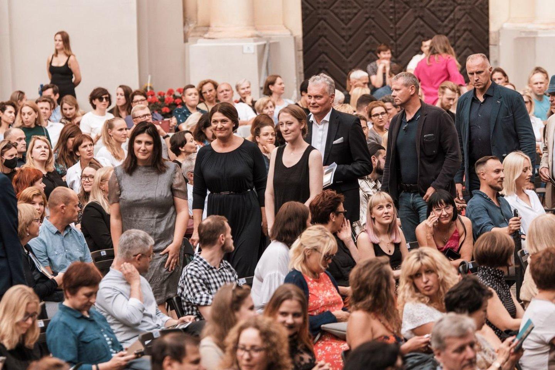 """""""Vilnius City Opera""""""""Fausto"""" spektaklį VU Didžiajame kieme aplankė ir Lietuvos Respublikos prezidentas G.Nausėda su pirmąja ponia D.Nausėdiene.<br>G.Jauniškio nuotr."""