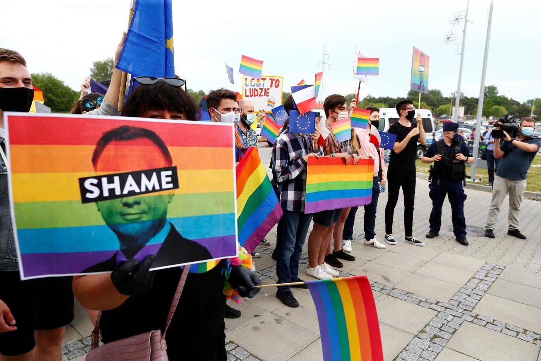 ES komisarė lygybės klausimais Helena Dalli pranešė: šeši Lenkijos miestai bus nubausti už LGBT bendruomenės diskriminavimą.<br>Reuters/Scanpix nuotr.