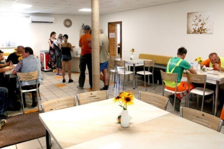 Naujosios koldūninės salė tuščia nebūna, čia nuolat pietauja įvairių įmonių darbuotojai, užkąsti sustoja pravažiuojantieji.<br>A.Švelnos/panskliautas.lt nuotr.