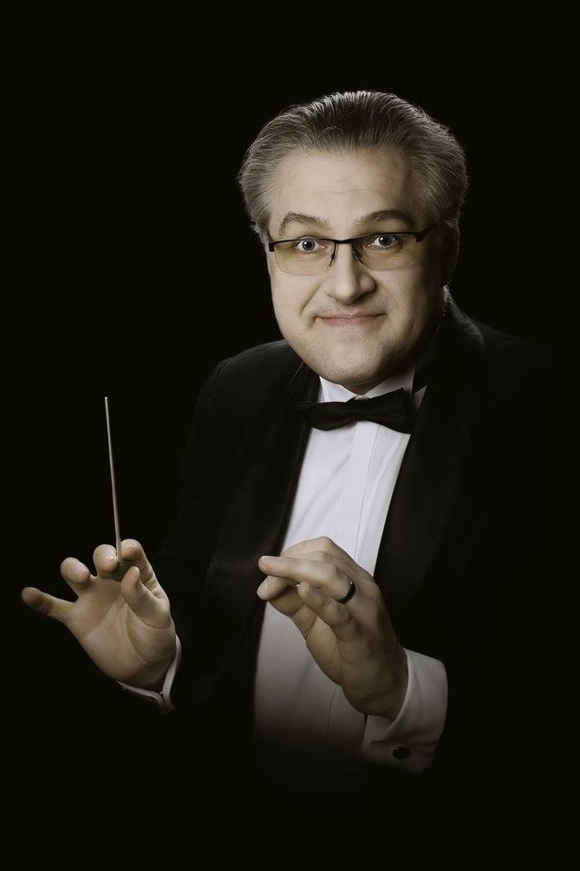 Klaipėdos muzikinio teatro orkestro vyriausiasis dirigentas T.Ambrozaitis.<br>O.Kasabovos nuotr.