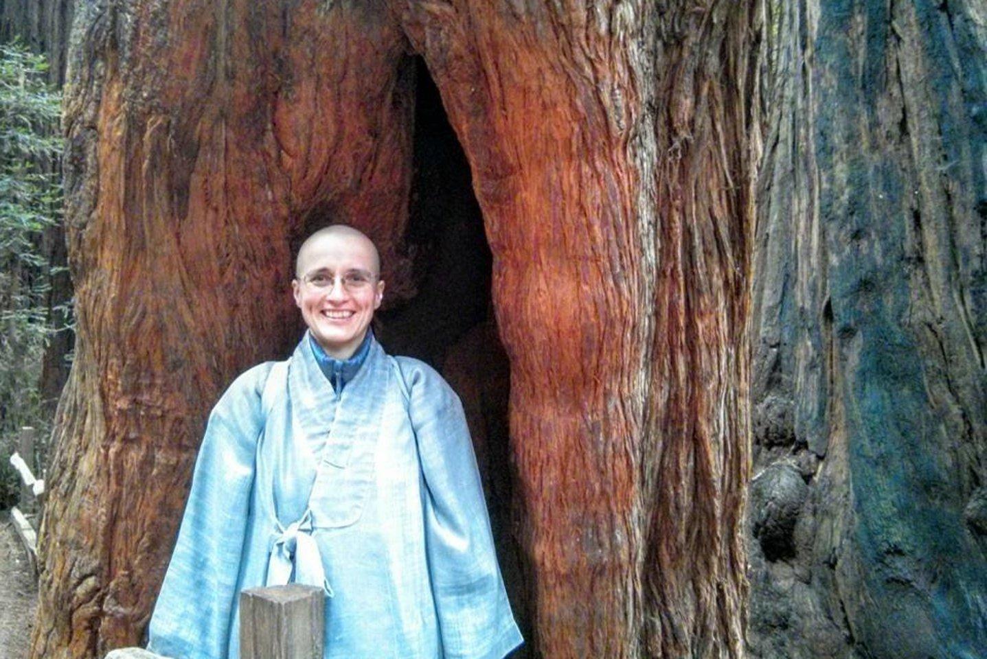 Pirmoji Lietuvoje Zen budizmo mokytoja Myong Hae Sunim (Loreta Kairytė) žuvo autoavarijoje prie Plungės.<br>Kwan Um Zen mokyklos nuotr.