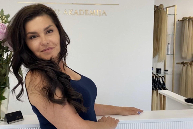 Kristinai Kaikarienei atlikta plaukų priauginimo procedūra.<br>Asmeninio albumo nuotr.