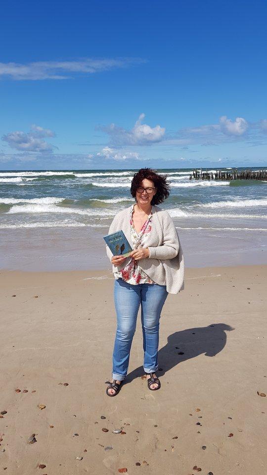 Dukroms vaikystėje knygą apie ruonius parašyti pažadėjusi Gina Viliūnė pažadą išpildė, kai jos tapo studentėmis.<br>Asmeninio archyvo nuotr.