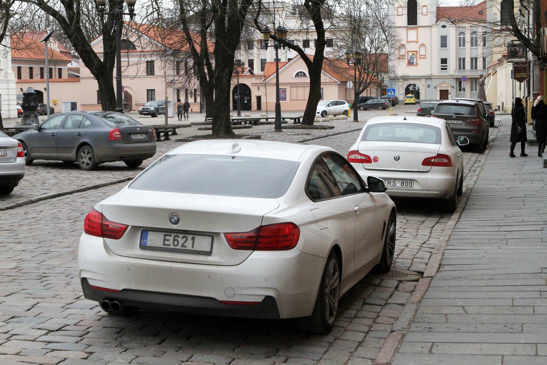 BMW, valstybiniai numeriai, E621, vardiniai numeriai<br>M.Patašiaus nuotr.