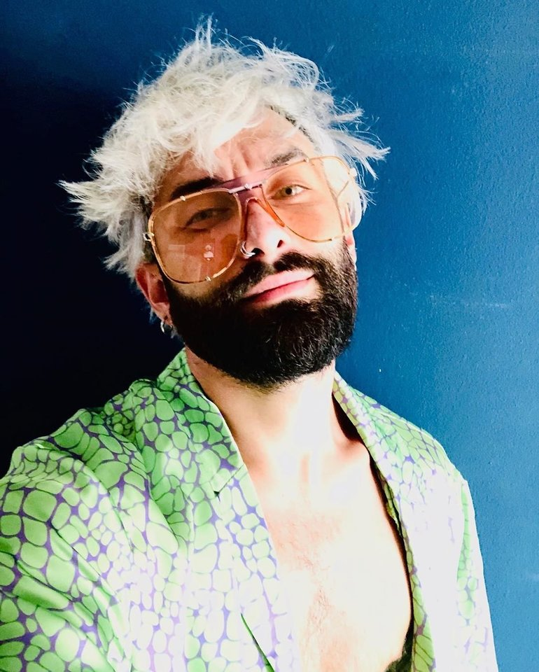 Conchita Wurst gerbėjus stebina šukuosenos pokyčiais.<br>Soc. tinklo nuotr.