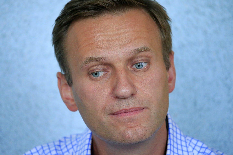 Paaiškėjo, kad Rusijos saugumo tarnybos sekė Kremliaus kritiką Aleksejų Navalną prieš tai, kai jis, manoma, buvo apnuodytas, praneša naujienų agentūra dpa. <br>Reuters/Scanpix nuotr.