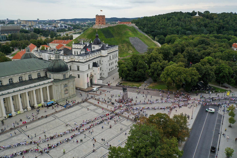 """""""Laisvės kelias"""" subūrė daugybę žmonių.<br>V.Ščiavinsko nuotr."""