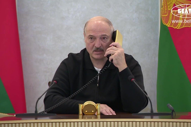 A.Lukašenka išliks svarbus veikėjas tol, kol jis pats, kentėdamas nuo mozaikinės psichopatijos, neperžengs Kremliaus nubrėžtų raudonų linijų ir tvarkingai, po gabaliuką atidavinės Baltarusijos suverenitetą Rusijai.<br>AFP/Scanpix nuotr.
