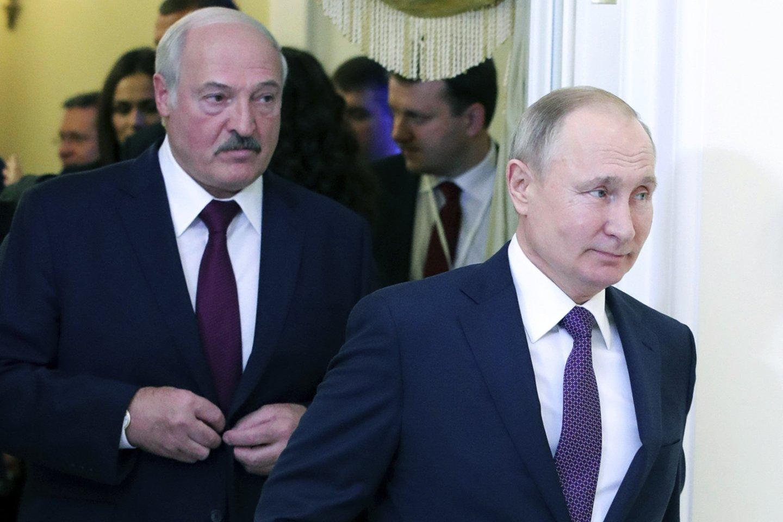 Rusija, tiksliau Kremlius, dar tiksliau – prezidentas Vladimiras Putinas yra stipriausias žaidėjas baltarusiškoje arenoje.<br>AP/Scanpix nuotr.