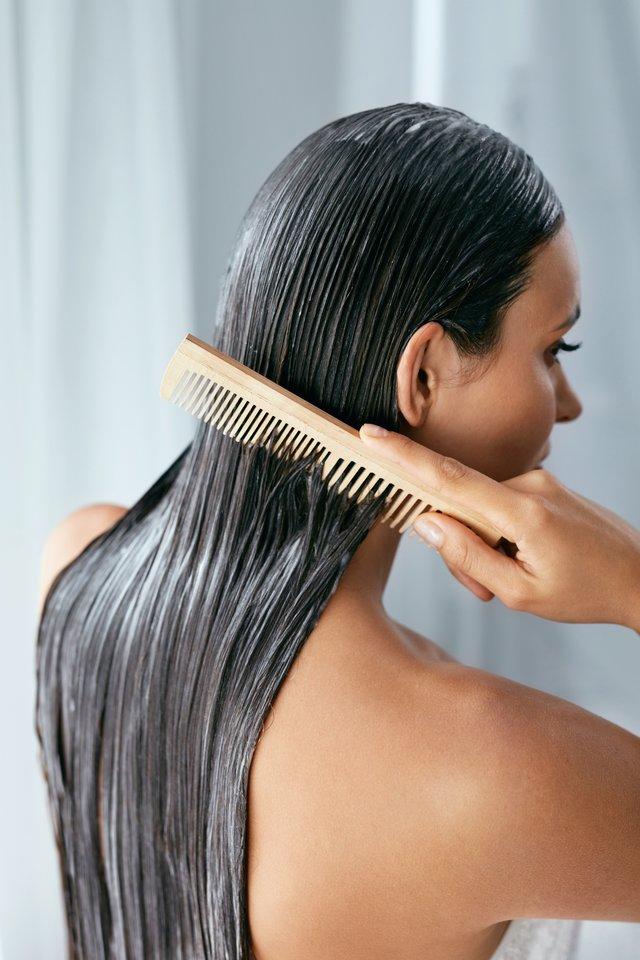 Gydytojos teigimu, dėl gausaus plaukų slinkimo ar plikimo išgyvena visi – tai rimta psichosocialinė problema.<br>123rf.com asociatyvi nuotr.