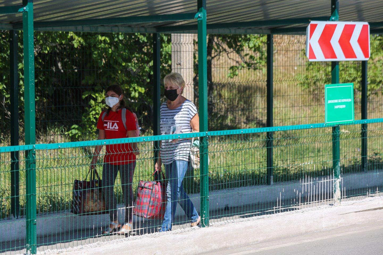 Ukrainos vyriausybė per trečiadienio posėdį nusprendė iki rugsėjo 28 dienos uždaryti šalies sienas užsienio piliečiams.<br>TASS/Scanpix nuotr.