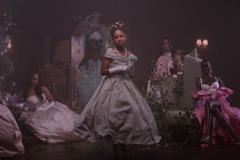 """Beyonce pristatė kvapą gniaužiantį vaizdo klipą """"Brown Skin Girl"""".<br>""""Sony Music"""" nuotr."""