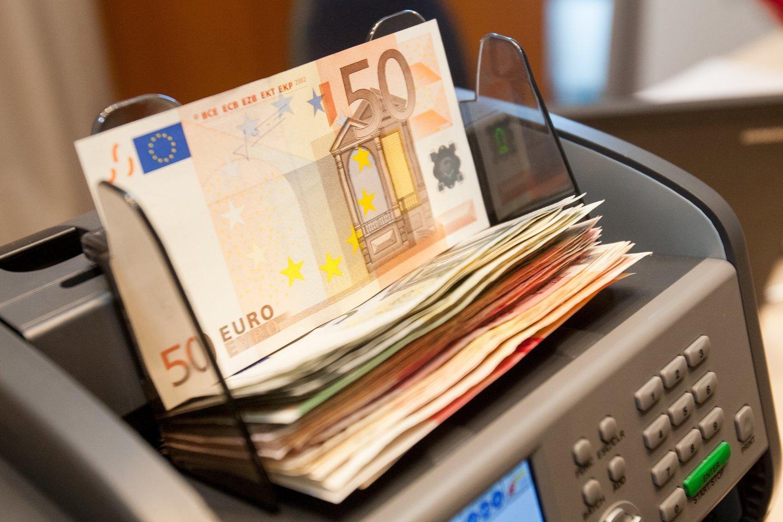 Klaipėdos apskrities valstybinė mokesčių inspekcija (toliau – Klaipėdos AVMI) patikrinimo metu įvertino tarpusavyje susijusių įmonių, akcininkų abejotinus sandorius ir nustatė, kad bendrovė jais bandė nuslėpti 5,2 mln. eurų dividendų išmokėjimą.<br>D.Umbraso nuotr.