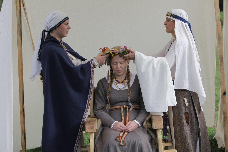 Miglė Valaitienė Baltų tikėjimu susidomėjo 14 metų ir tapo jauniausia Lietuvos vaidile.<br> Asmeninio archyvo nuotr.