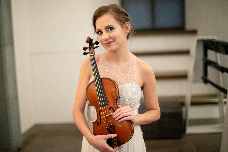 Vilniaus kvarteto primarijė smuikininkė D.Kuznecovaitė.