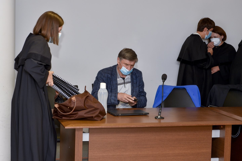 Šiaulietis H.Karpavičius teigė, kad iki paskutinės minutės jo brolis mąstė labai bliaviai ir suvokė, kokį dokumentą pasirašė. Tačiau ekspertų nuomonė kita.<br>V.Ščiavinsko nuotr.