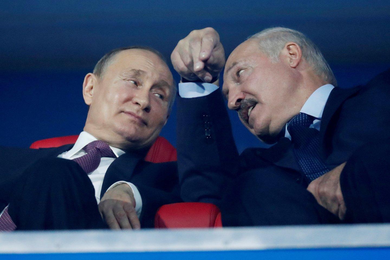 A.Lukašenka kurį laiką buvo sutrikęs, bet, panašu, jam pavyksta malšinti revoliucijos daigus.<br>Reuters/Scanpix nuotr.