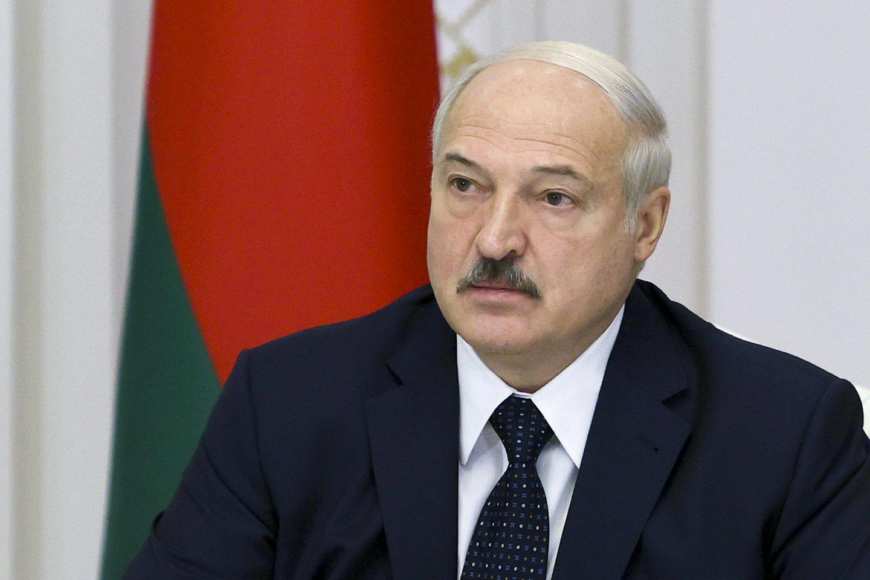 A.Lukašenka kurį laiką buvo sutrikęs, bet, panašu, jam pavyksta malšinti revoliucijos daigus.<br>AP/Scanpix nuotr.