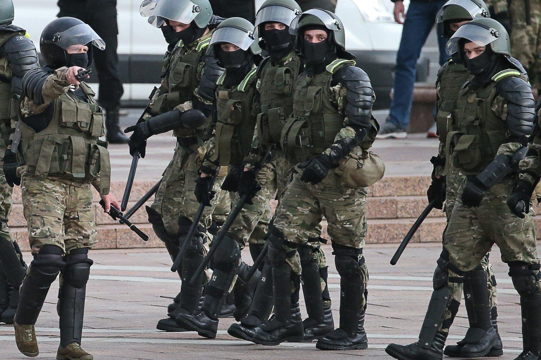 A.Lukašenka kurį laiką buvo sutrikęs, bet, panašu, jam pavyksta malšinti revoliucijos daigus.<br>TASS/Scanpix nuotr.