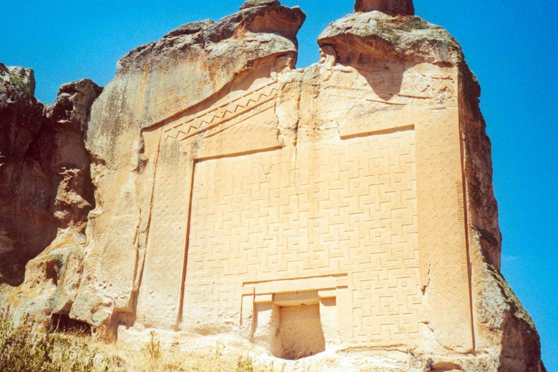 Senovės frygų monumentas, iškaltas karaliui Midui apie 700 m. pr.m.e<br>Wikimedia commons