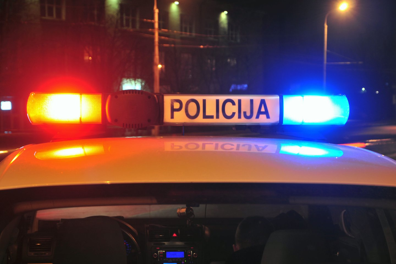 Trakų rajone pareigūnai sulaikė ginklu merginai grasinusį vaikiną.<br>A.Vaitkevičiaus nuotr.