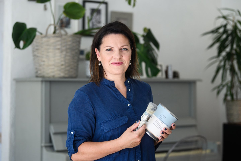 Tinkamų dažų Lietuvoje neradusi moteris pradėjo juos gaminti pati, o jos įkurta įmonė skaičiuoja jau penktus sėkmingo gyvavimo metus.<br>V.Skaraičio nuotr.