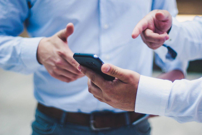 Dabar sekti žmogų gali būti labai paprasta, užtenka patekti į jo išmanųjį telefoną, ir didelė dalis gyvenimo gali būti stebima per atstumą.