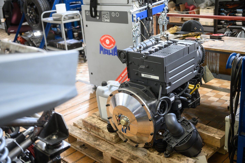 Elektros baterijas įkrauna dyzelinis variklis, bagyje įmontuotas 30 l talpos bakas.<br>V. Skaraičio nuotr.