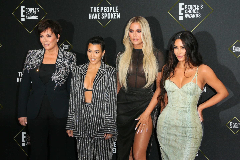 Kris Jenner, Kourtney Kardashian, Khloe Kardashian ir Kim Kardashian.<br>AFP/Scanpix nuotr.