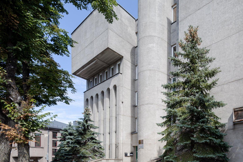 Išskirtiniu eksterjeru pasižymi administracinis pastatas Respublikos g. 62, buvęs Informacinio skaičiavimo centras Panevėžyje.<br>N.Tukaj nuotr.