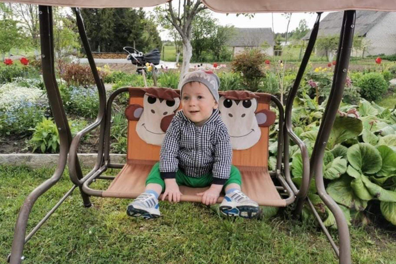 Ilona tuo pačiu metu ir džiaugiasi, kad sūnus sveikas, ir liūdi, kad neteko dukrelės.<br>Asmeninio archyvo nuotr.