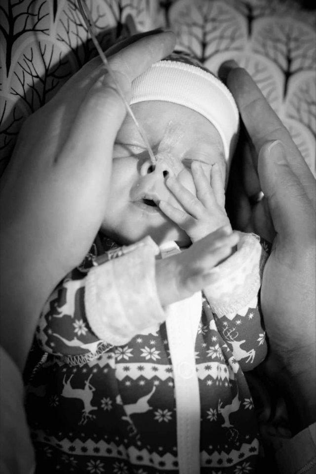 Mama suvokė, kad taip anksti gimę kūdikiai bus maži, bet nenumanė, kad šitokie maži.<br>Asmeninio archyvo nuotr.