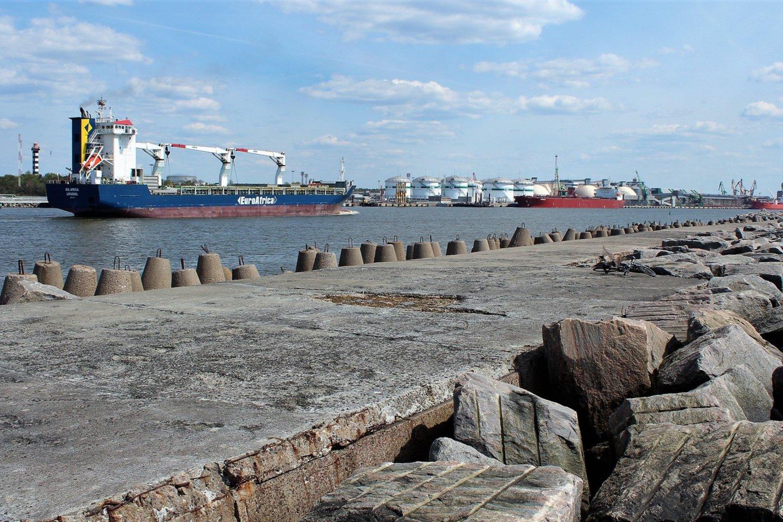 Pietinis jūrų uosto bangolaužis.<br>G.Pilaičio nuotr.