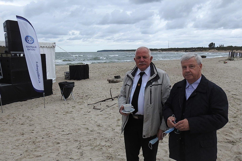 Lietuvos jūrų kapitonų asociacijos vadovas J.Lieponius (kairėje) ir profesorius V.Paulauskas.<br>G.Pilaičio nuotr.