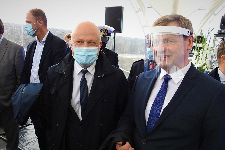 Dalyvių veidus dengė kaukės ir skydai.<br>G.Pilaičio nuotr.