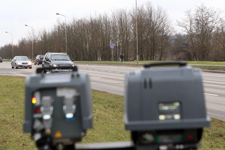 Per aštuonis mėnesius Kauno apskrityje trikojai užfiksavo virš 90 tūkst. greičio viršijimo atvejų.<br>M.Patašiaus nuotr.