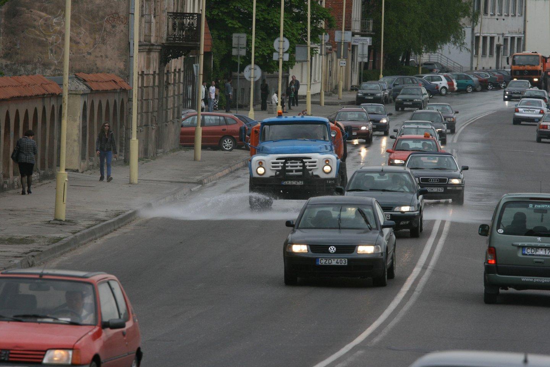 Matuos teršalų kiekį automobilių išmetamosiose dujose.<br>M.Patašiaus nuotr.