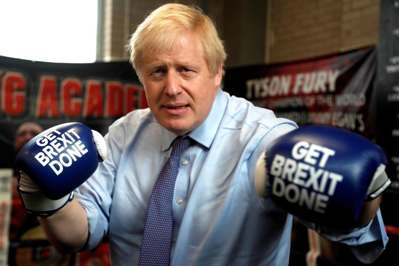 """Britų parlamentarai nepaisydami ES pasipiktinimo parėmė naują """"Brexit"""" įstatymą. <br>AFP/"""