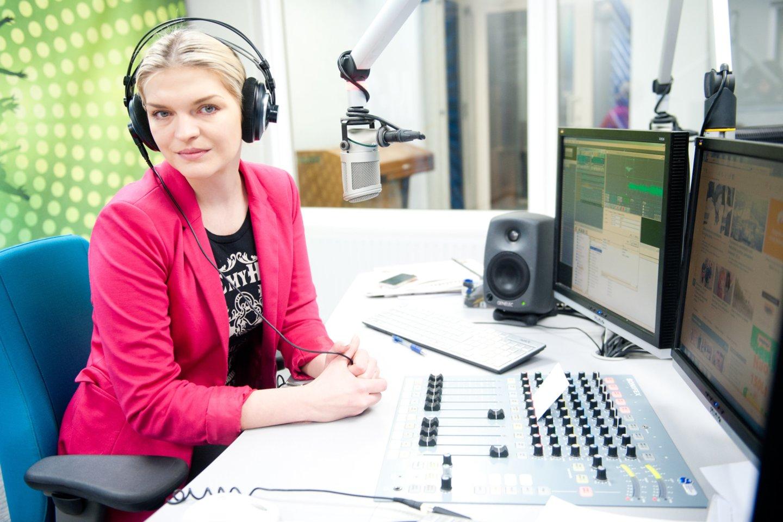 Skaiva Jasevičiūtė ir Jonas Radzevičius dirba toje pačioje radijo stoties grupėje, tad matosi kiekvieną rytą. Vienas kitu jie labai pasitiki ir tikisi profesionalaus darbo.<br>T.Bauro nuotr.