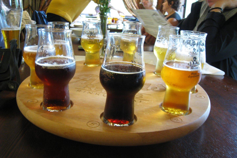 """Susipažinti su alaus istorija, pajusti įvairius skonius galima Rinkuškių alaus darykloje ir jos restorane """"Alaus kelias"""" Biržuose.<br>M.Augulytės nuotr."""
