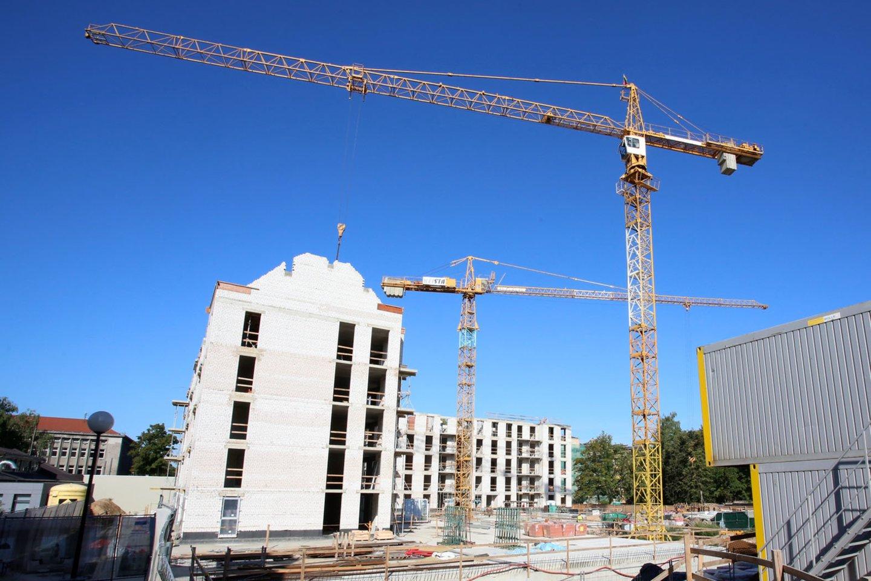 Lietuvos statistikos departamentas skelbia, kad šių metų antrąjį ketvirtį, palyginti su tuo pačiu laikotarpiu pernai, būsto kainos Lietuvoje augo 7 proc. Nekilnojamojo turto ekspertas Remigijus Pleteras teigia, kad nors kainų augimas ir atspindi pokyčius rinkoje, galimybių įsigyti prieinamą būstą vis dar apstu net ir šalies sostinėje.<br>M.Patašiaus nuotr.