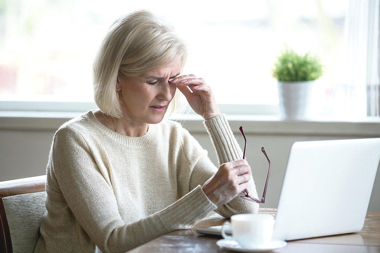 Sausos akys vargina ne vieną darbingo amžiaus žmogų, dėl šios priežasties skundžiasi net paaugliai ir jaunuoliai.<br>123rf.com nuotr.
