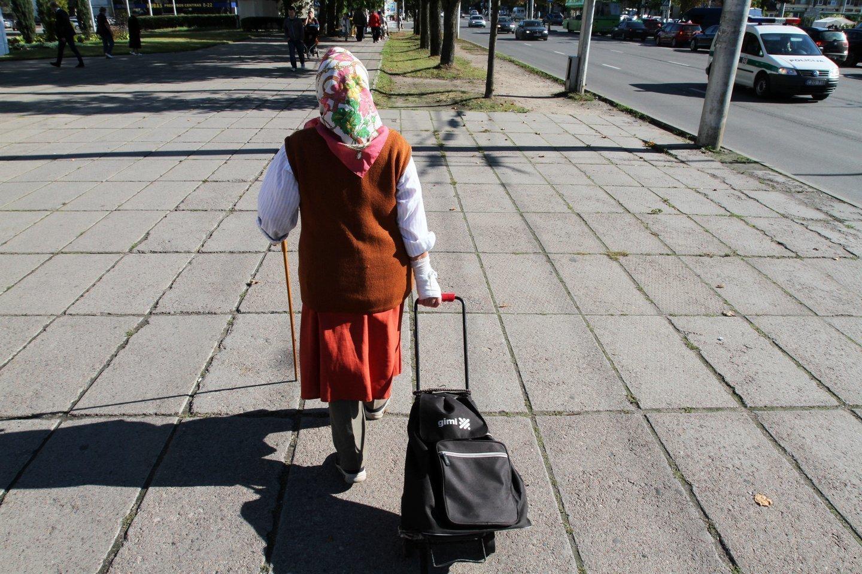 Mažuose miesteliuose daug senų žmonių, kurie niekur negali išeiti, išvažiuoti, todėl vaistinės jiems labai reikalingos.<br>M.Patašiaus nuotr.