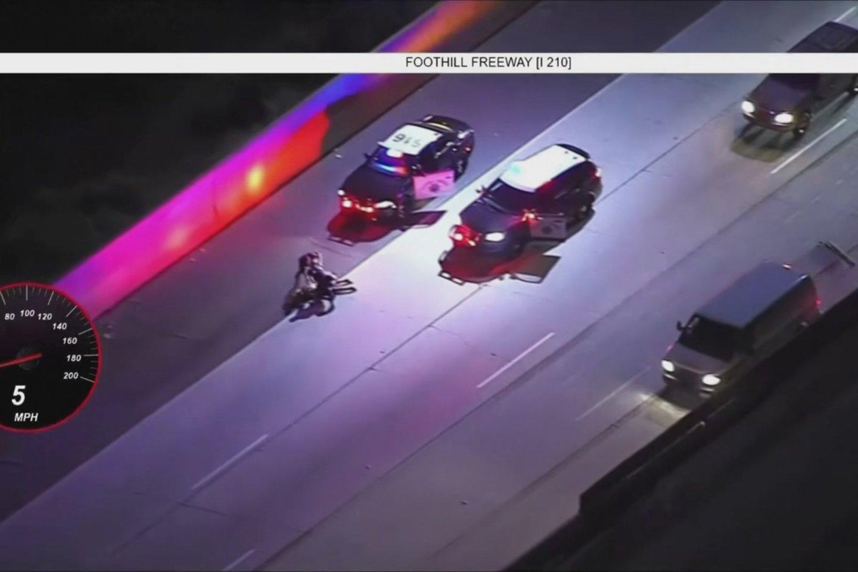 Gaudynės kilo policijai bandžius sustabdyti vairuotoją dėl greičio viršijimo.<br>Stop kadras