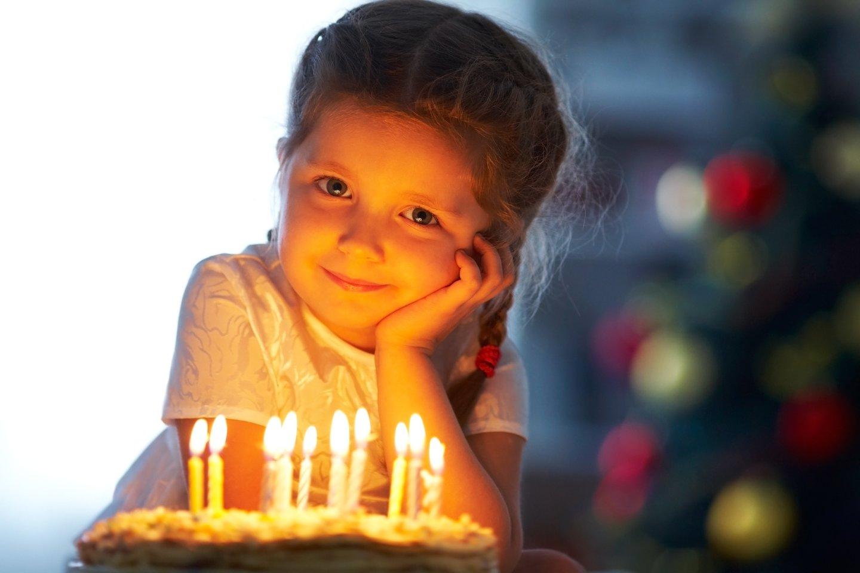 Žvakutės ant gimtadienio torto yra labai labai sena tradicija.<br>123rf nuotr.